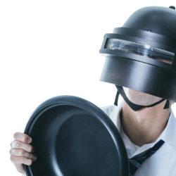 タチャンカヘルメットを被った男
