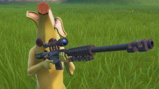 スナイパーライフルを構えるバナナ